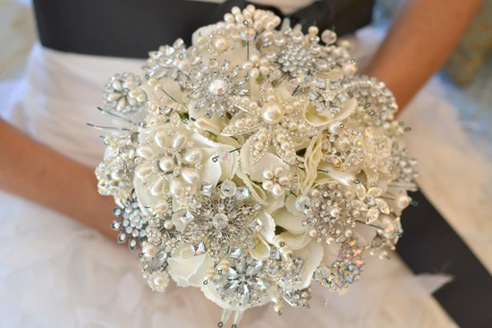 21 Stunning Flowerless Bouquets Perfect For Fall Weddings