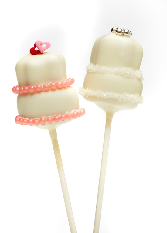 Mini wedding cake pops