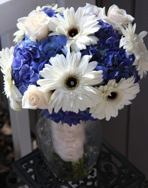 Wedding Flowers With Daisies : Gorgeous blue bouquets weddingbells