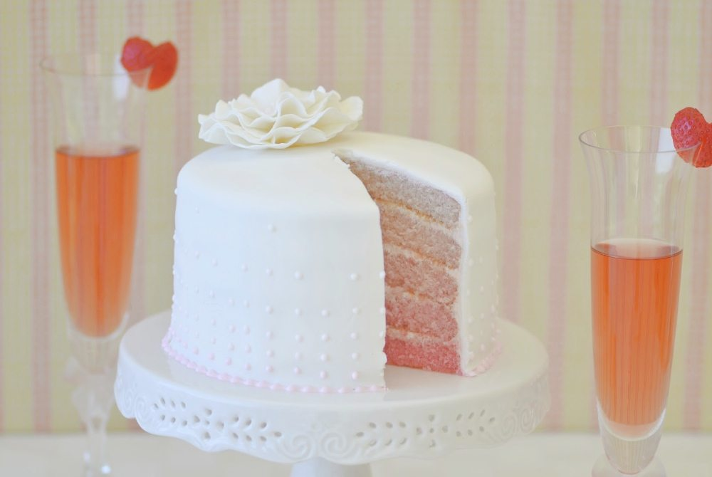 Unique Single Layer Wedding Cakes To Spice Up Your Dessert Table