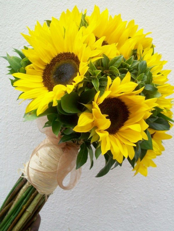 single flower bouquet sunflower 600x799 Summer Wedding Flower Options