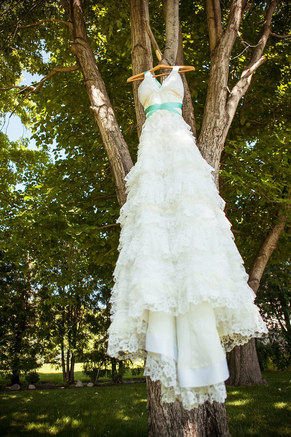 A whimsical colourful wedding in manitoba weddingbells ombrellifo Images