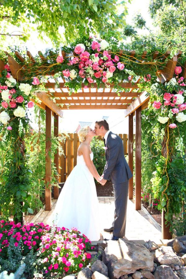 Eye catching wedding arbor ideas weddingbells for Arbor decoration ideas