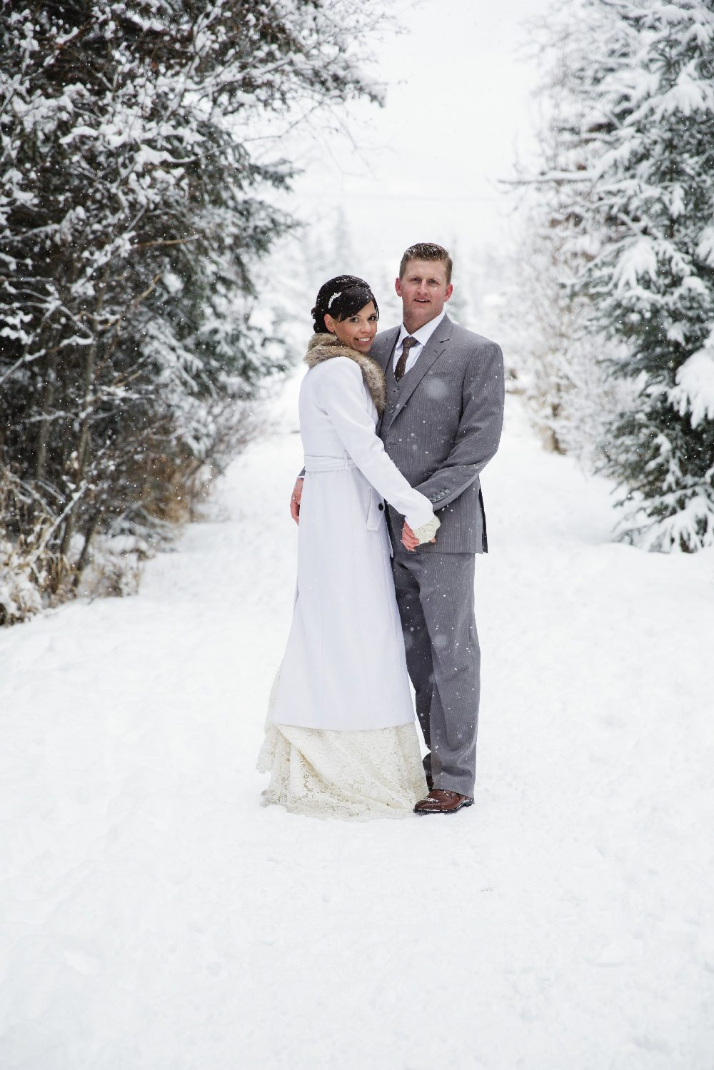 A rustic winter wedding in canmore alberta weddingbells arusticwinterweddingcal14 junglespirit Image collections