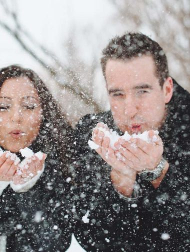 winter engagement photo tips - embrace the snow