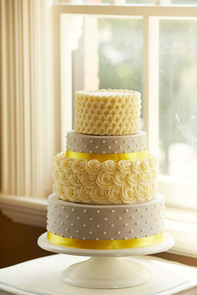 Canada\'s Prettiest Wedding Cakes For 2014 | Weddingbells
