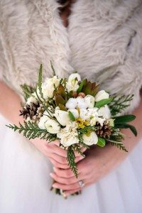 rustic winter shoot with woodsman details - bouquet