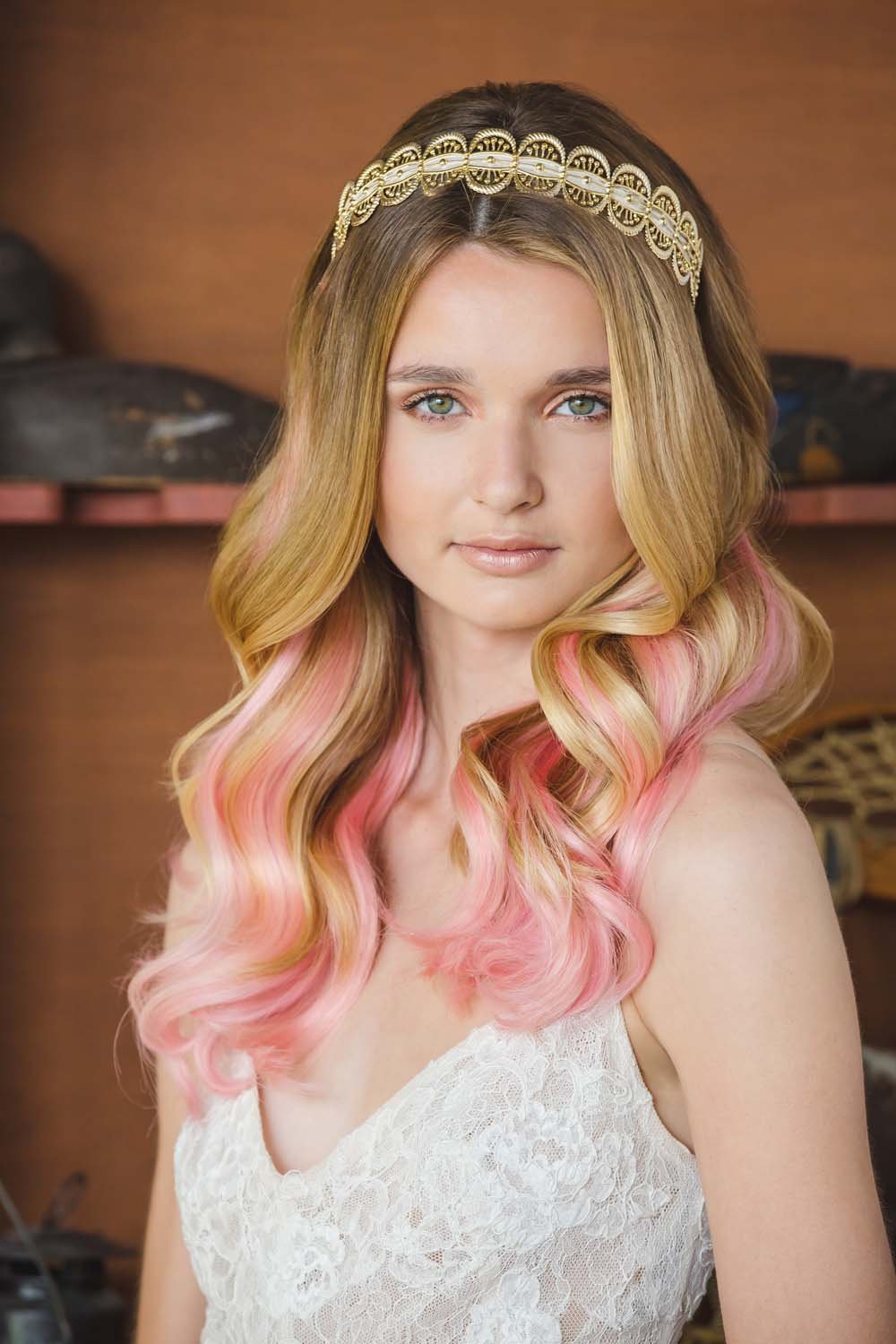 Br bridal headpieces montreal - The Prettiest Ways To Incorporate Crowns Into Your Bridal Hairstyle Weddingbells