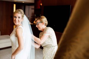 luxurious fall wedding in downtown toronto - getting ready