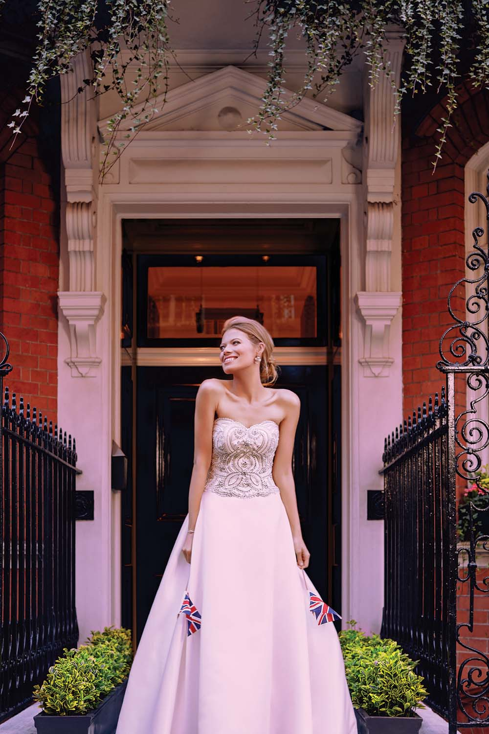 London Is The Perfect Backdrop For These Haute Bridal Gowns - Casablanca Bridal Dress