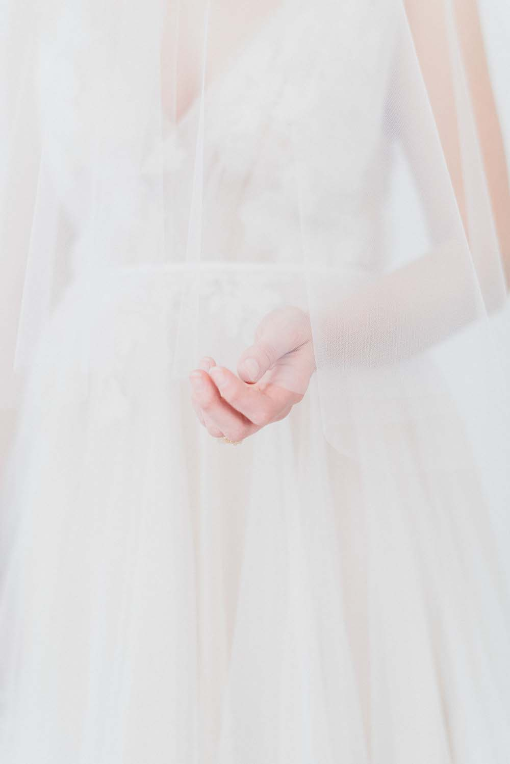 A Colourful Pink & Mauve Styled Shoot At The Art Gallery of Hamilton - Veil