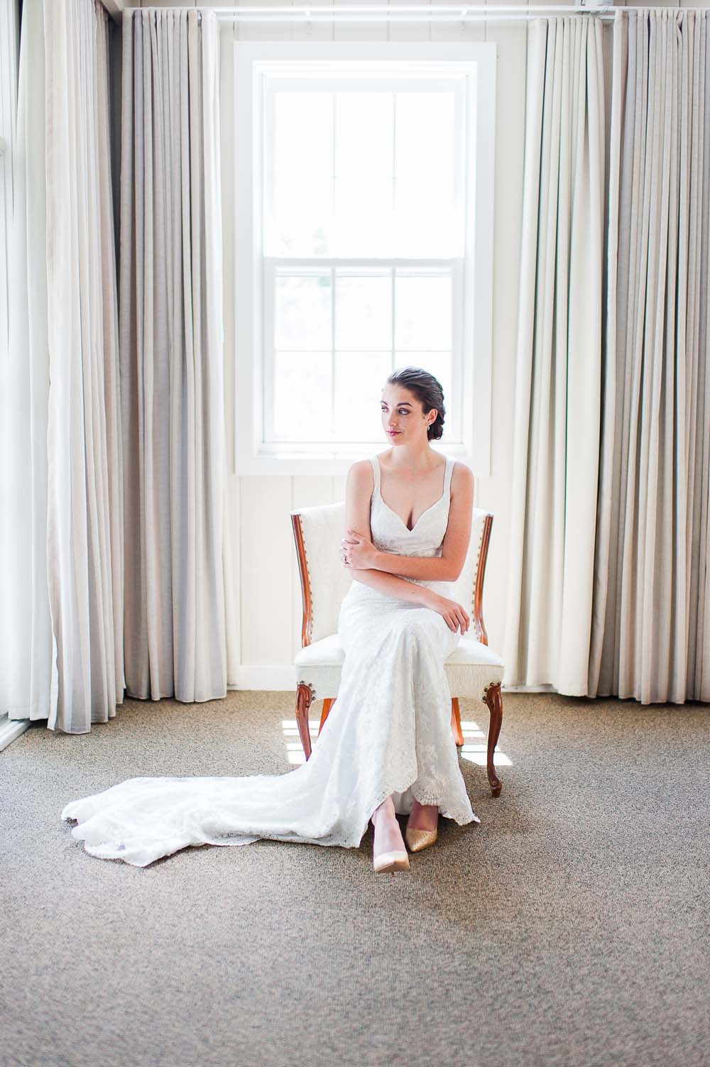 An Ultra Violet-Inspired Styled Shoot In Quebec - Bride getting ready