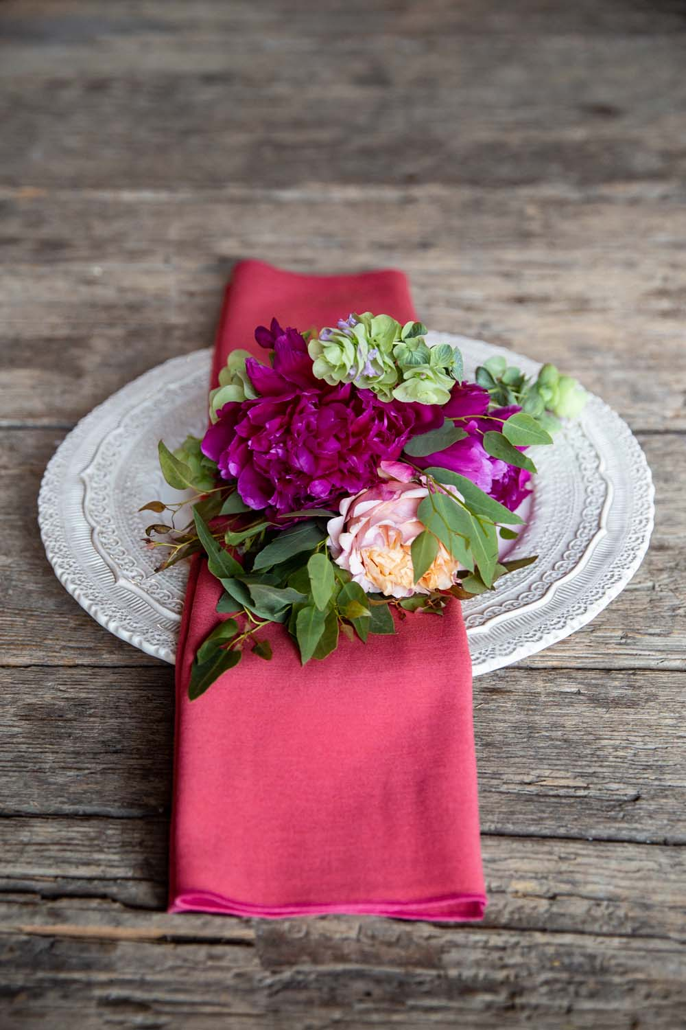 This Styled Shoot Was Inspired By Medieval Royalty - Plating