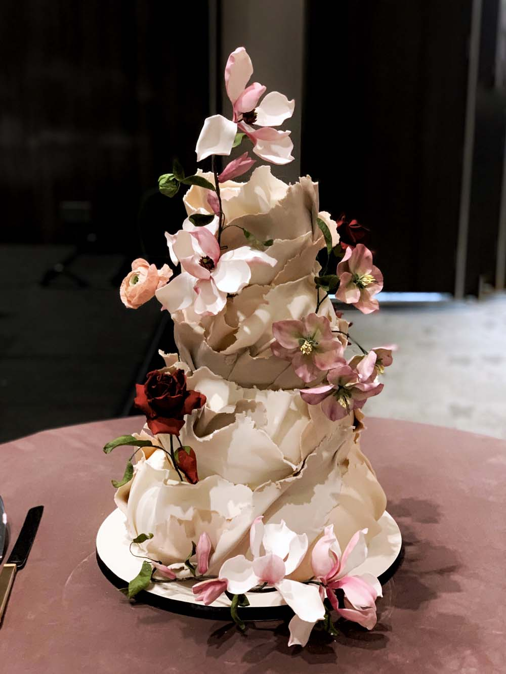 The One Detail That Takes Your Wedding Cake To The Next Level